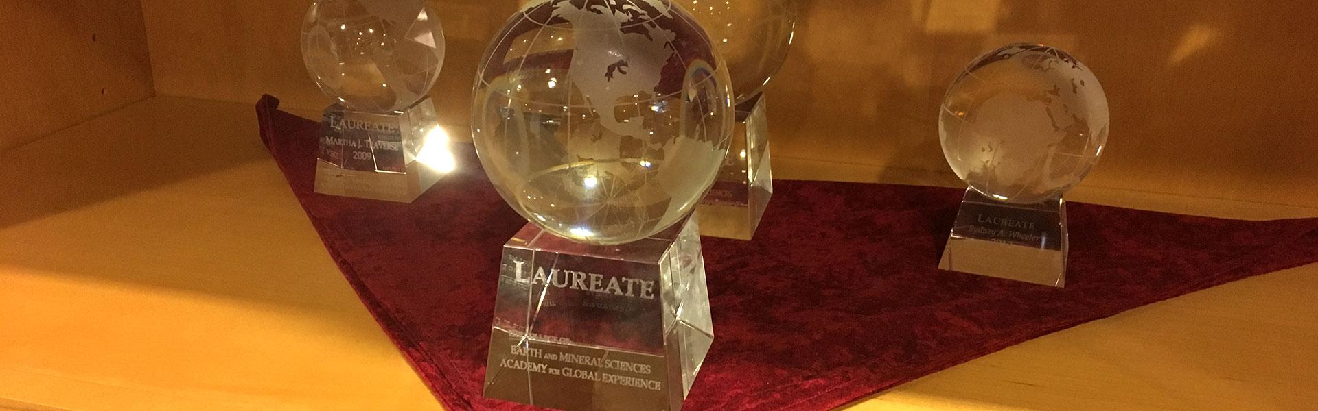 EMSAGE globe