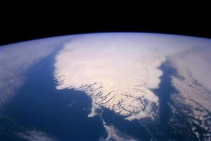 The Greenland Ice Sheet contains approximately 2.9 million km3 of ice