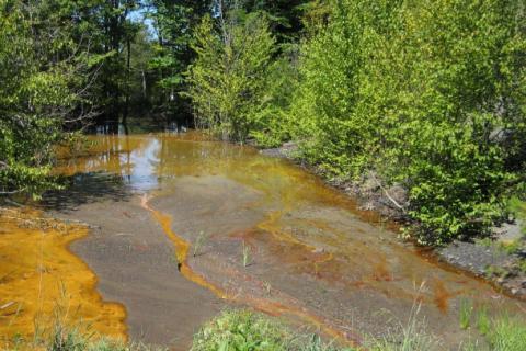Acid mine drainage pollution in a stream in Cambria County, Pennsylvania