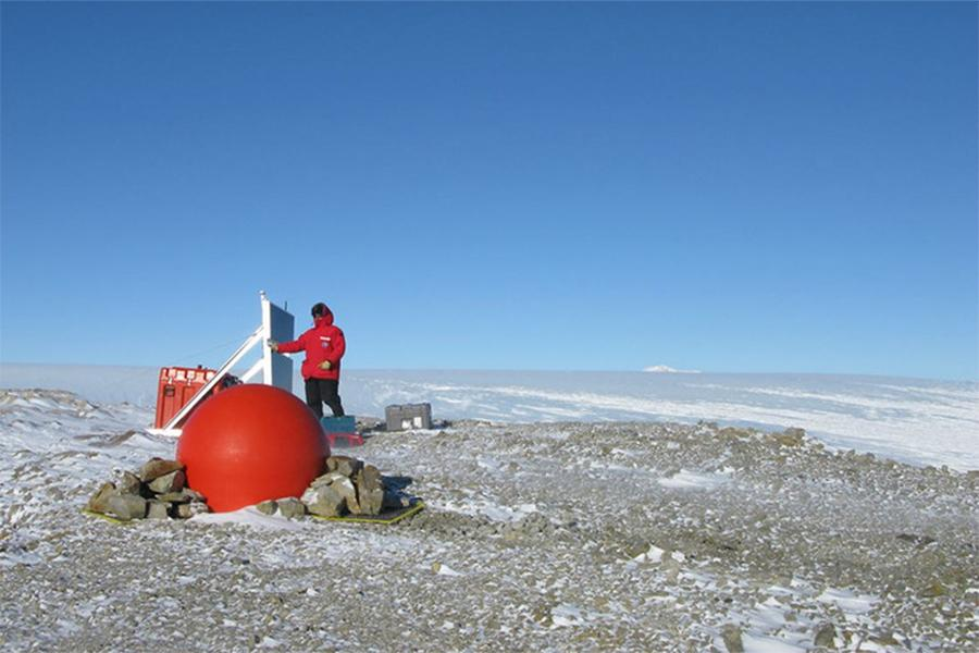 Seismic station in West Antarctica - part of the POLENET network of GPS and seismic stations